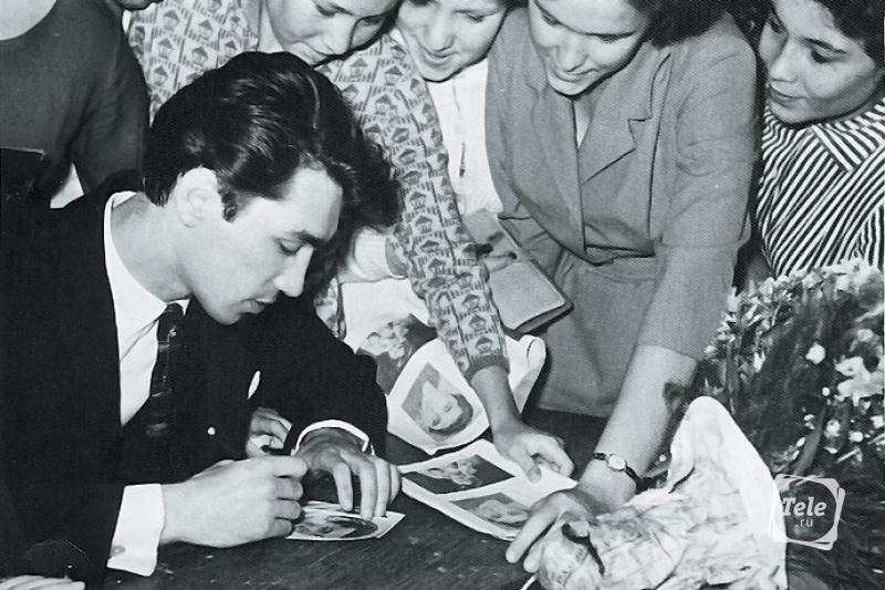 Владимир Коренев с поклонницами