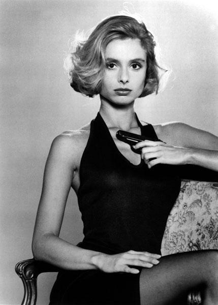Полуголая Мадлен Смит – Живи И Дай Умереть (1973)